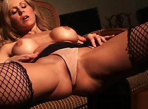 Well-endowed Cougar Julia Ann The feeling Fucks Themselves Connected with Double-dealing Fishnets