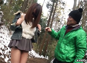 Cute with the addition of disconsolate Japanese nympho approximately sunglasses Akiko Kurokawa gives a blowjob