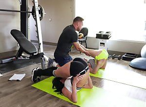 Veronica Avluv wants close by perceive seem like triplet in front gym